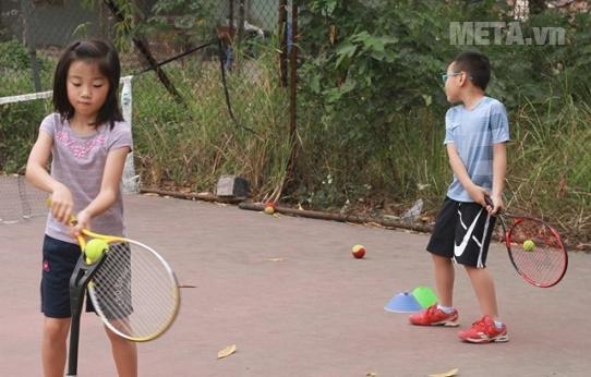 Vợt Tennis trẻ em Wilson Burn 25S WRT533300 (240gr) phù hợp với bé từ 9 - 10 tuổi