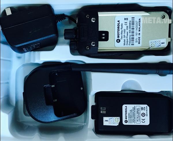 Phụ kiện đi kèm với máy Motorola