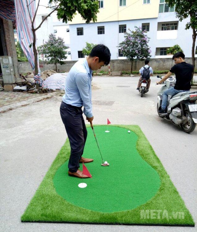 Hình ảnh thảm tập golf putter A20 TL006 được khách hàng gửi về cho META.vn