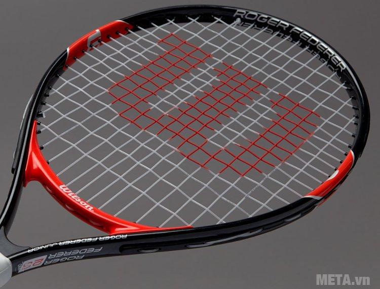 Vợt tennis trẻ em Wilson Roger Federer 23 WRT200700 với màu đỏ đen sang trọng