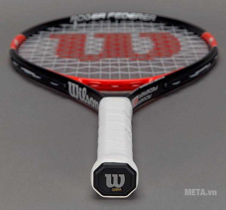 Vợt tennis trẻ em Wilson Roger Federer 23 WRT200700 có logo hãng trên cán vợt