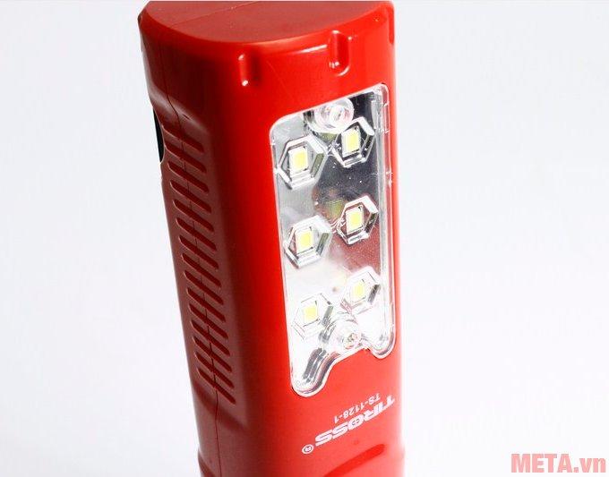Tiross TS-1128 có 6 bóng led khi chiếu sáng ở chế độ đèn bàn