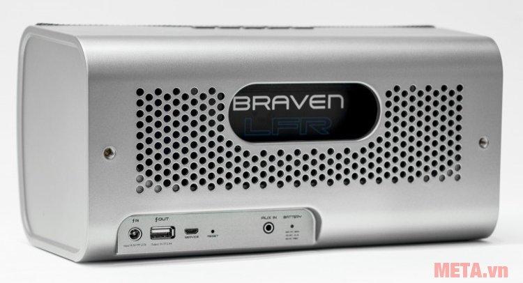 Loa Braven 2200m có màng loa trầm thụ động với những lỗ tròn lớn được đục sắc nét.