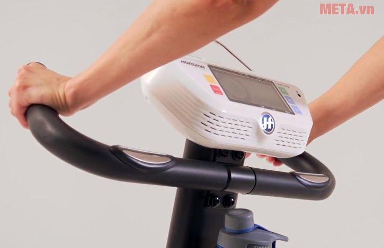 Xe đạp tập Horizon Comfort 3-02 có tay cầm bọc mút êm ái
