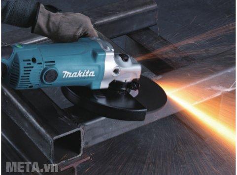 Máy mài góc Makita GA9060 cho khả năng mài nhẵn kim loại nhanh chóng