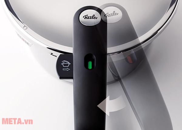 Tay cầm nồi áp suất Fissler Vitavit Comfort 22cm- 6L dễ dàng đóng mở