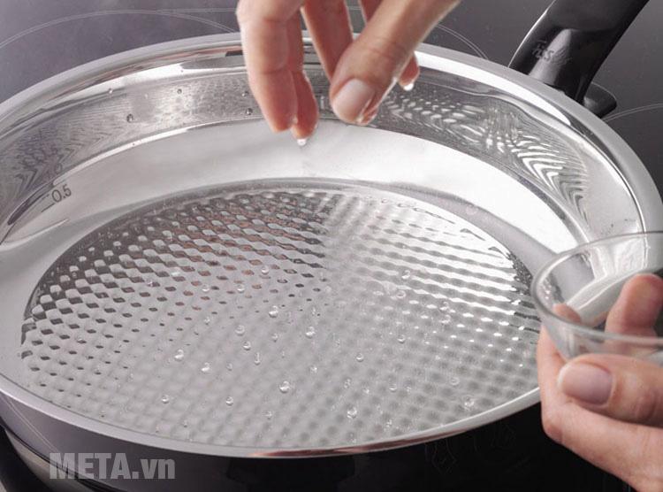 Chảo chống dính inox Fissler Steelux có đường kính đáy là 24cm