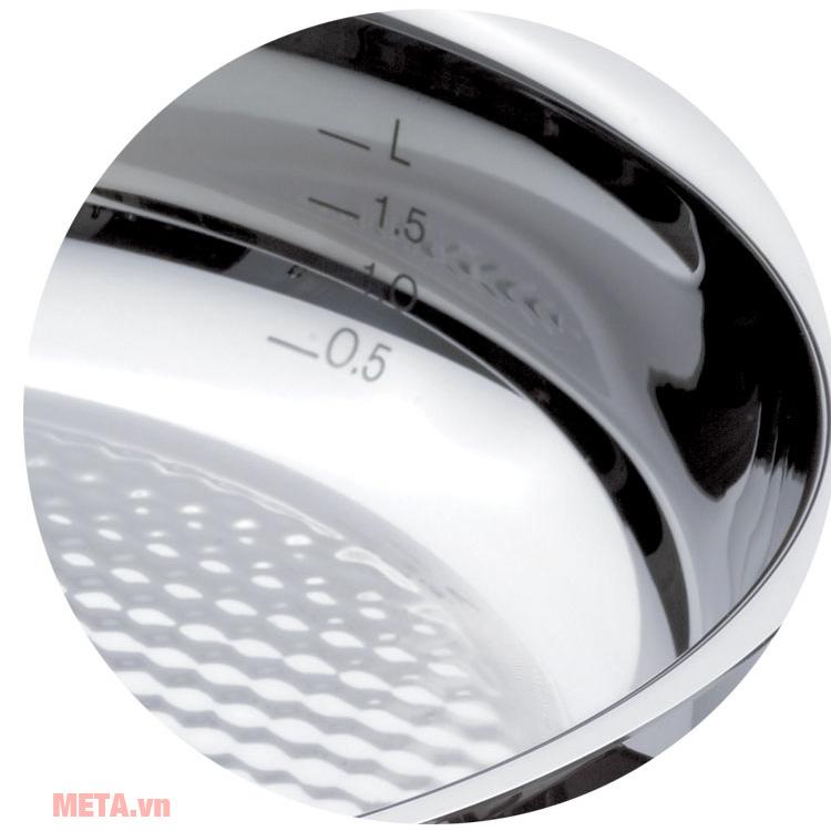 Chảo chống dính Fissler Steelux có thang đo dung tích rất tiện dụng