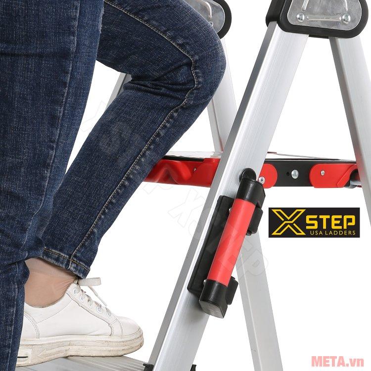 Thang nhôm ghế Xstep XL-06 có bậc thang rộng, ma sát cao