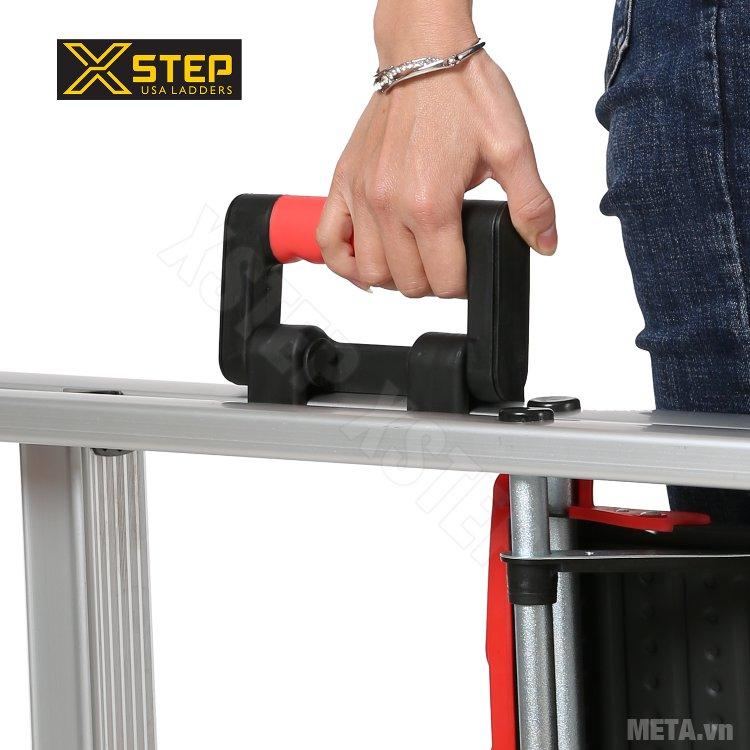 Thang nhôm ghế Xstep XL-06 thiết kế tay xách trên trụ thang giúp di chuyển thang cực kỳ đơn giản