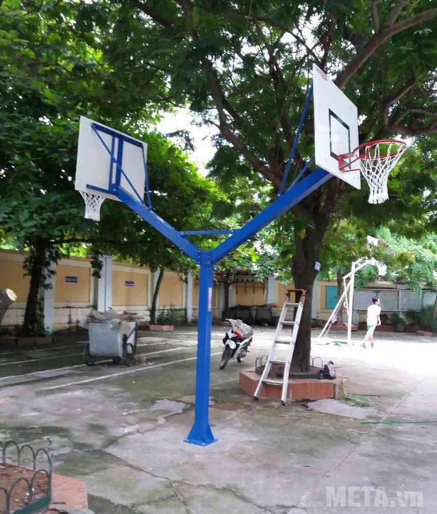Trụ bóng rổ cố định vuông 801878 gồm 1 trụ, 2 bảng rổ, 2 vành rổ, 2 lưới