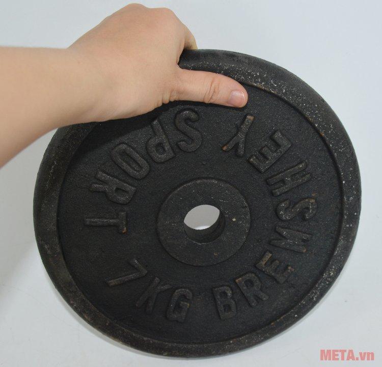 Tạ đĩa gang 7 kg cầm tập rất an toàn, không lo sợ rơi hay gây sát thương khi tập luyện