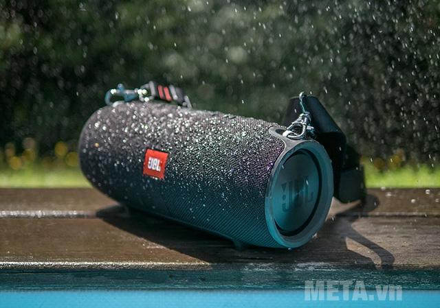 Loa JBL Xtreme có khả năng chống nước cao