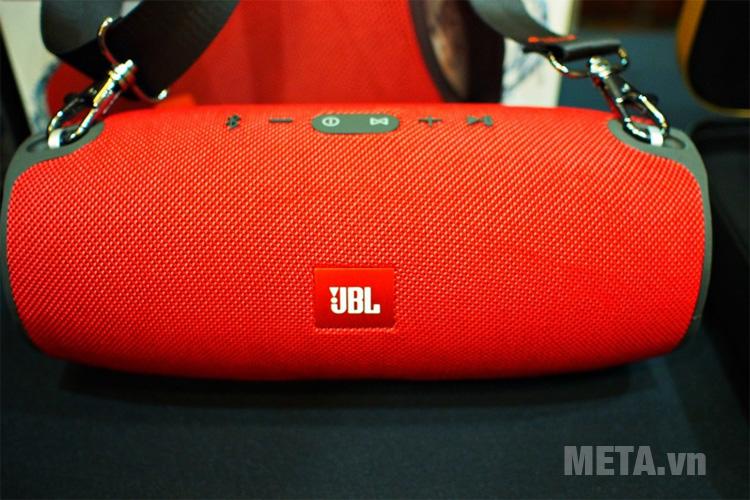 Loa JBL Xtreme có quai đeo tiện ích