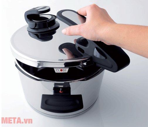 Nồi áp suất Fissler Edition 22cm - 4,5 lít với tay cầm tiện lợi