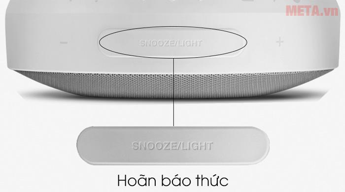 Nút Snooze/Light kết hợp màn hình LCD to, rõ giúp thao tác trở nên dễ dàng ngay cả khi trong tối