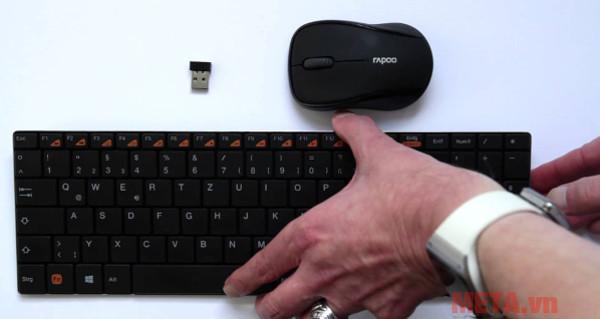 Bộ bàn phím và chuột có thiết kế nhỏ gọn phù hợp để trên bàn làm việc