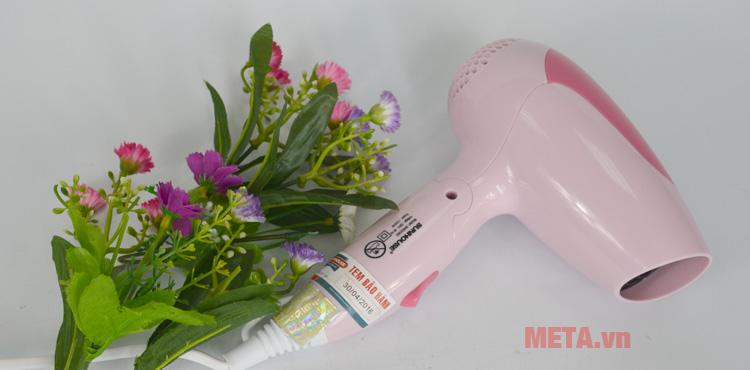 Máy sấy tóc Sunhouse SHD2302 có màu hồng trẻ trung
