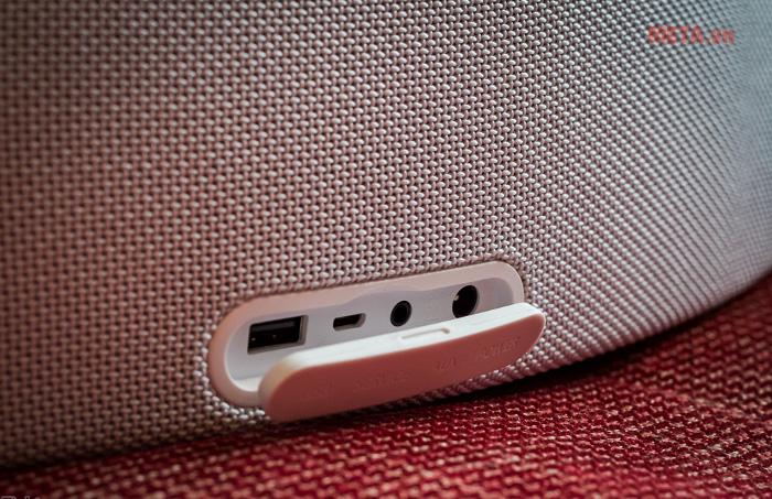 jack cắm kết nối 3,5mm và cổng USB sặc pin