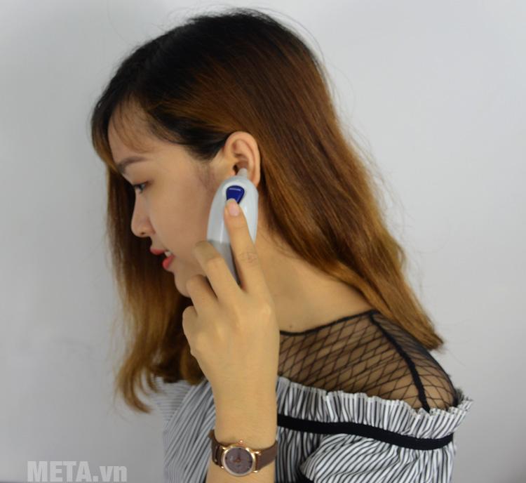 Nhiệt kế hồng ngoại đo tai Omron TH839S có thiết kế nhỏ gọn, dễ dàng sử dụng