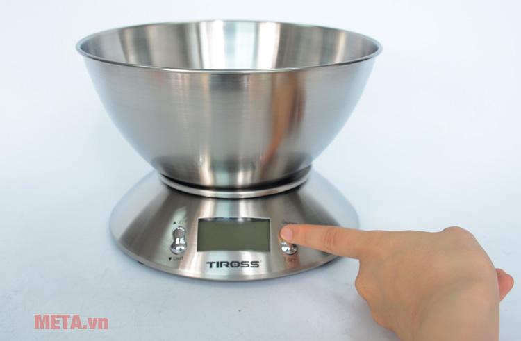 Cân Tiross TS817 có nút ấn dễ dàng sử dụng
