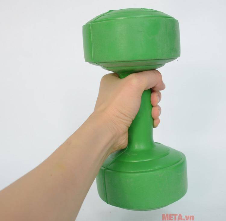 Tạ tay nhựa 2kg hỗ trợ bạn trong những bài tập thể lực hoặc thể hình
