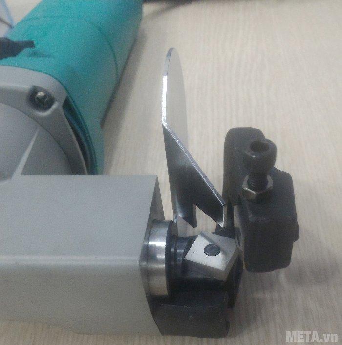 Máy cắt tôn DCA AJJ25 (J1J-FF-2.5) có công suất mạnh mẽ, nhịp cắt không tải lớn.