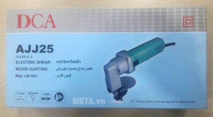 Máy cắt tôn DCA AJJ25 (J1J-FF-2.5) được bảo quản trong hộp giấy