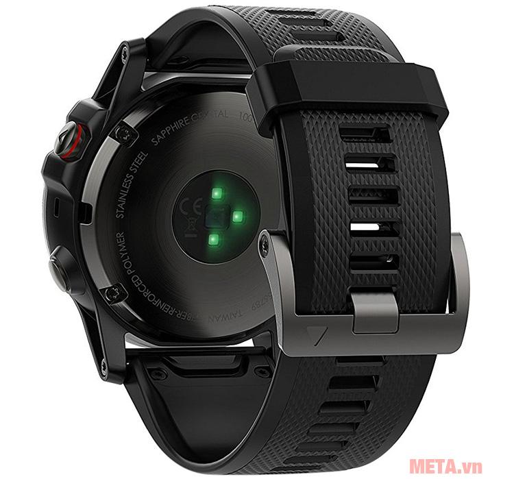 Vòng đeo tay theo dõi sức khỏe Garmin Fenix 5X có đèn led cùng độ phân giải cao