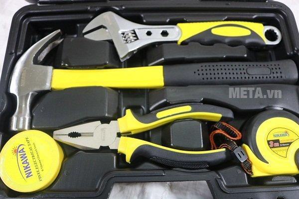 Bộ dụng cụ 12 món Nikawa NK-BS312 được làm bằng thép không gỉ cứng cáp với tay cầm bọc nhựa