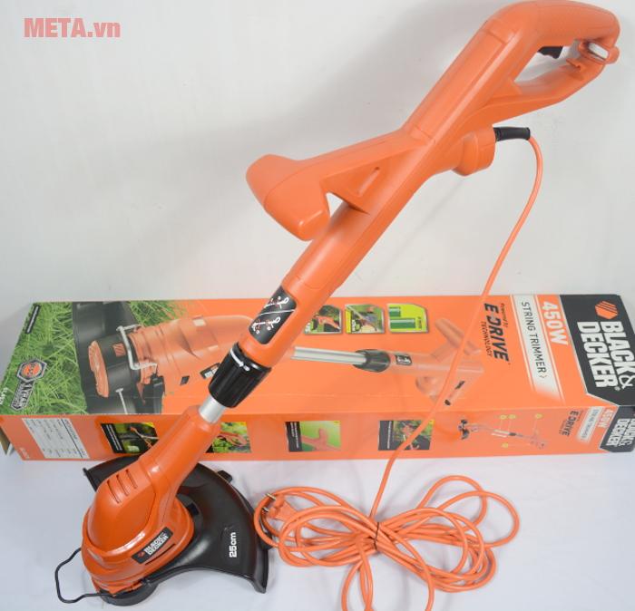 Máy cắt cỏ cầm tay Black&Decker GL4525 có dây điện dài giúp bạn dễ dàng di chuyển máy