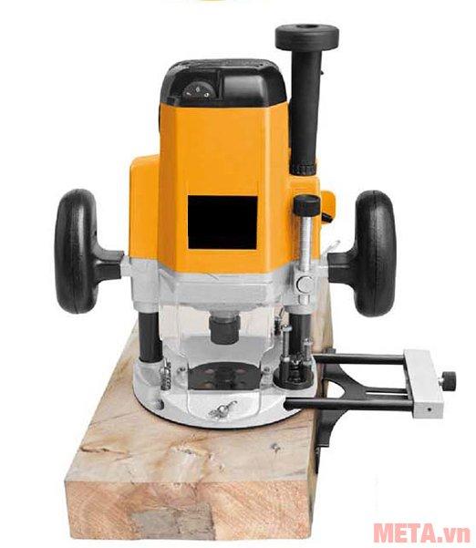 Máy phay gỗ INGCO RT22001 trang bị mô tơ chổi than dễ mua thay thế