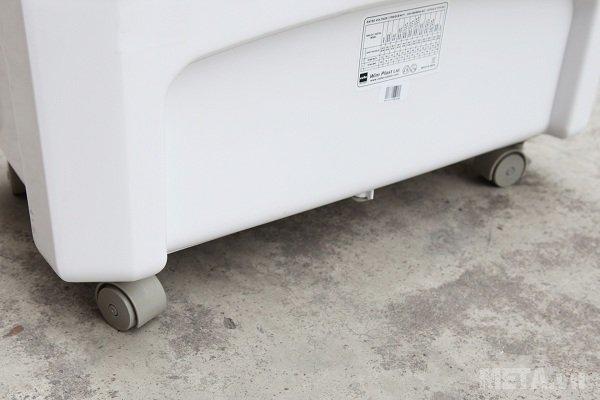 Hệ thống bánh xe linh hoạt giúp di chuyển máy dễ dàng