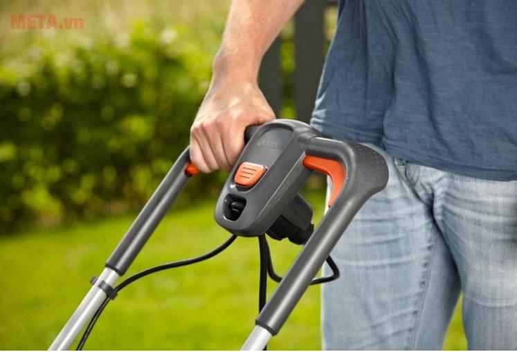 Thao tác cắt cỏ dễ dàng sử dụng