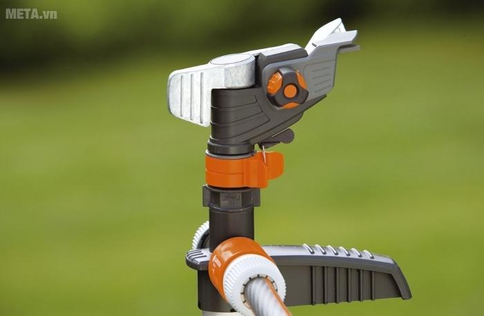 Vòi tưới quay 360 Gardena 08136-20 bằng nhựa bền dẻo dai, chịu lực cực tốt