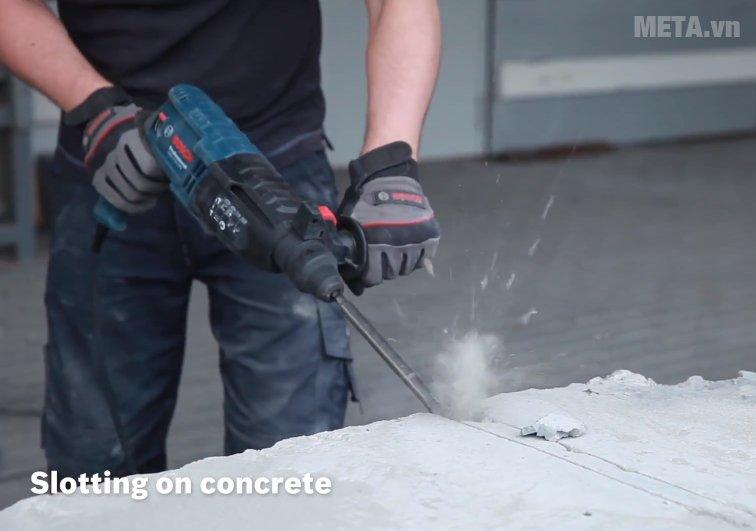 Máy khoan búa Bosch GBH 2-24 DRE có thể dùng đục bê tông