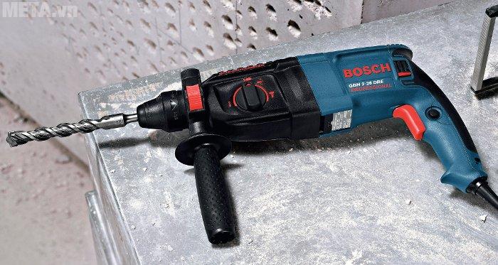 Máy khoan búa Bosch GBH 2-26 DRE có vỏ máy bằng nhựa cao cấp