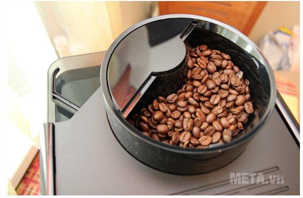 Máy pha cà phê Melitta Caffeo Passione OT với khay chứa cà phê hạt