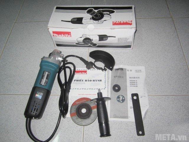 Máy mài góc Makita 9556HN được bảo quản trong hộp giấy bìa cứng