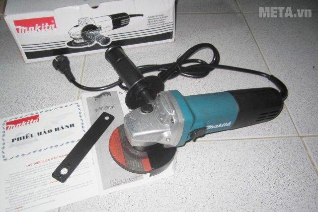 Máy mài góc Makita 9556HN sử dụng nguồn điện áp 220V - 240V / 50Hz - 60Hz