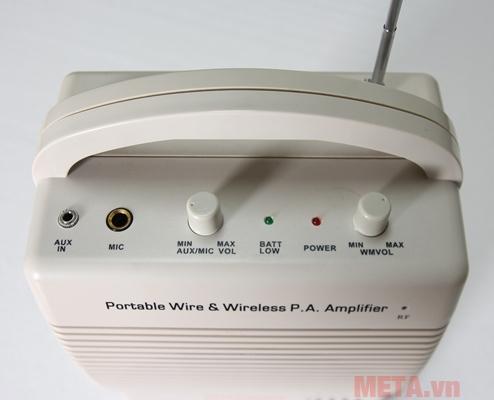 Máy trợ giảng Auvisys AM-301U có đèn báo pin yếu tiện dụng