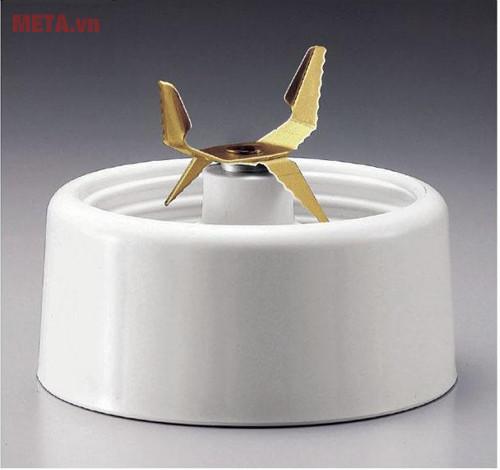 Lưỡi xay được thiết kế 4 chiều giúp xay thức ăn nhanh và mạnh mẽ