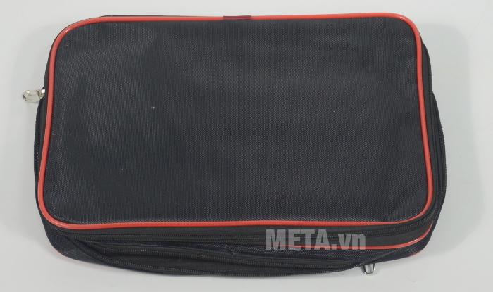 Túi có hia ngăn đựng lớn và một ngăn đựng nhỏ