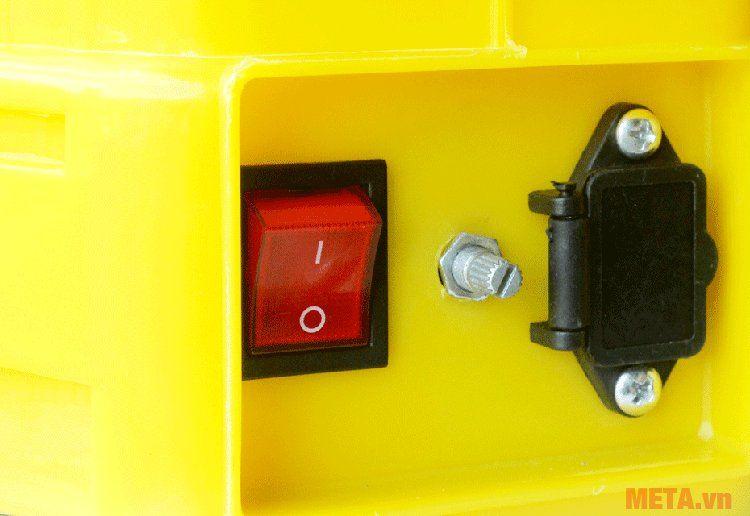 Công tắc ON/OFF bên hông máy phun thuốc trừ sâu điện Pona PN20-SP