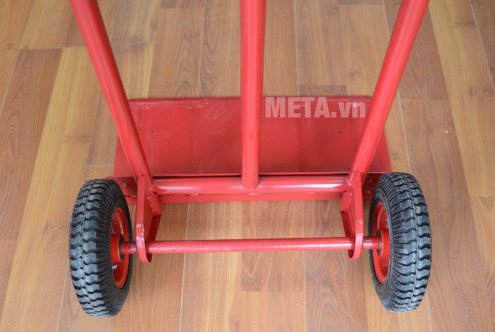 Xe đẩy hàng 2 bánh XC-150 có thể di chuyển dễ dàng trên mọi địa hình.