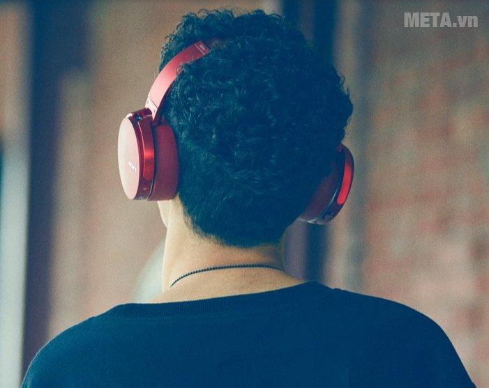 Tai nghe nhạc Sony MDRXB950B1 tạo nên phong cách sành điệu