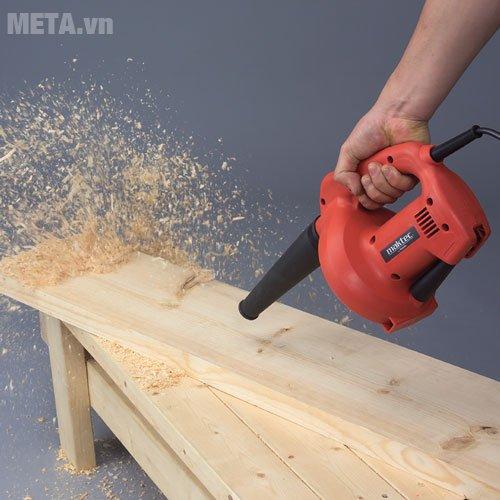 Máy thổi bụi Maktec MT401 được dùng nhiều trong xưởng mộc