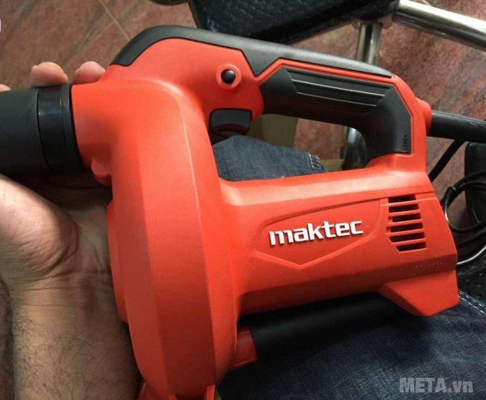 Máy thổi bụi Maktec MT401 có nhiều khe tản nhiệt cho động cơ