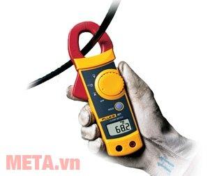 Ampe kìm AC Fluke 303 (600A) nhỏ gọn cầm sử dụng dễ dàng