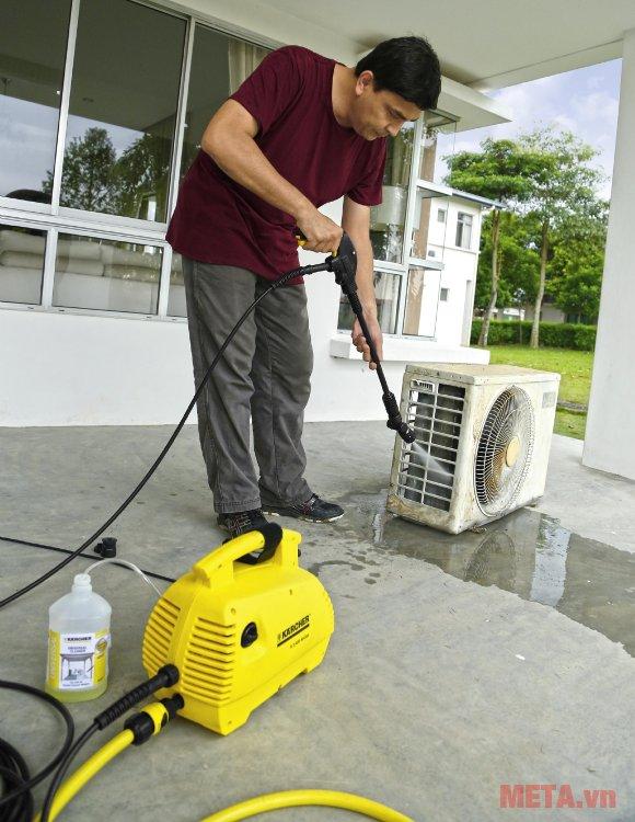 Máy phun rửa áp lực Karcher K2 420 có tích hợp bộ lọc nước